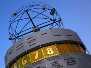 alexanderplatz-atomic-clock-540
