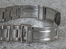 220px-Diver's_watch_stainless_steel_bracelet_extension_deployment_clasp